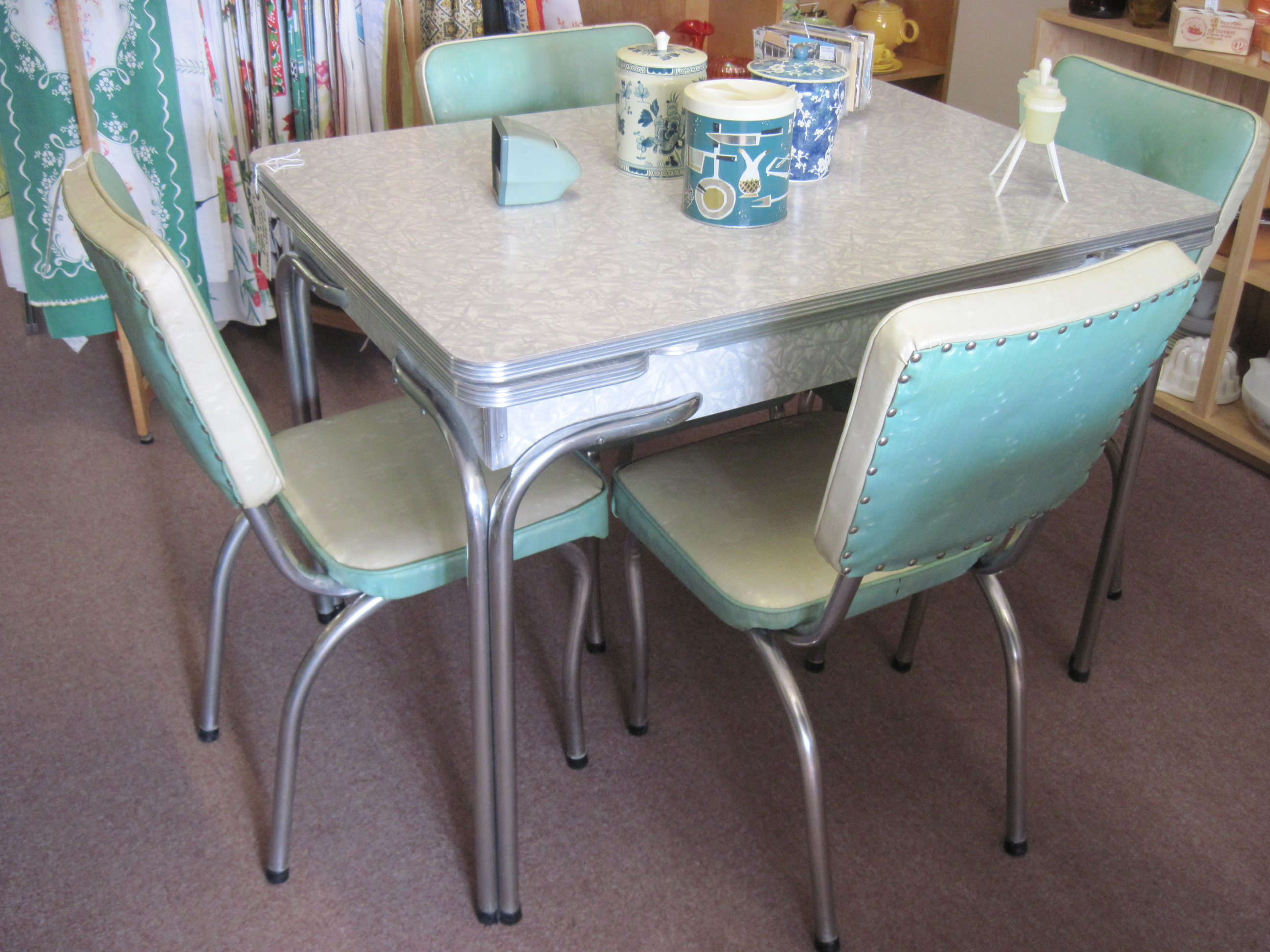 Image of: Mid Century Gray Cracked Ice Table And Chairs Fabfindsblog