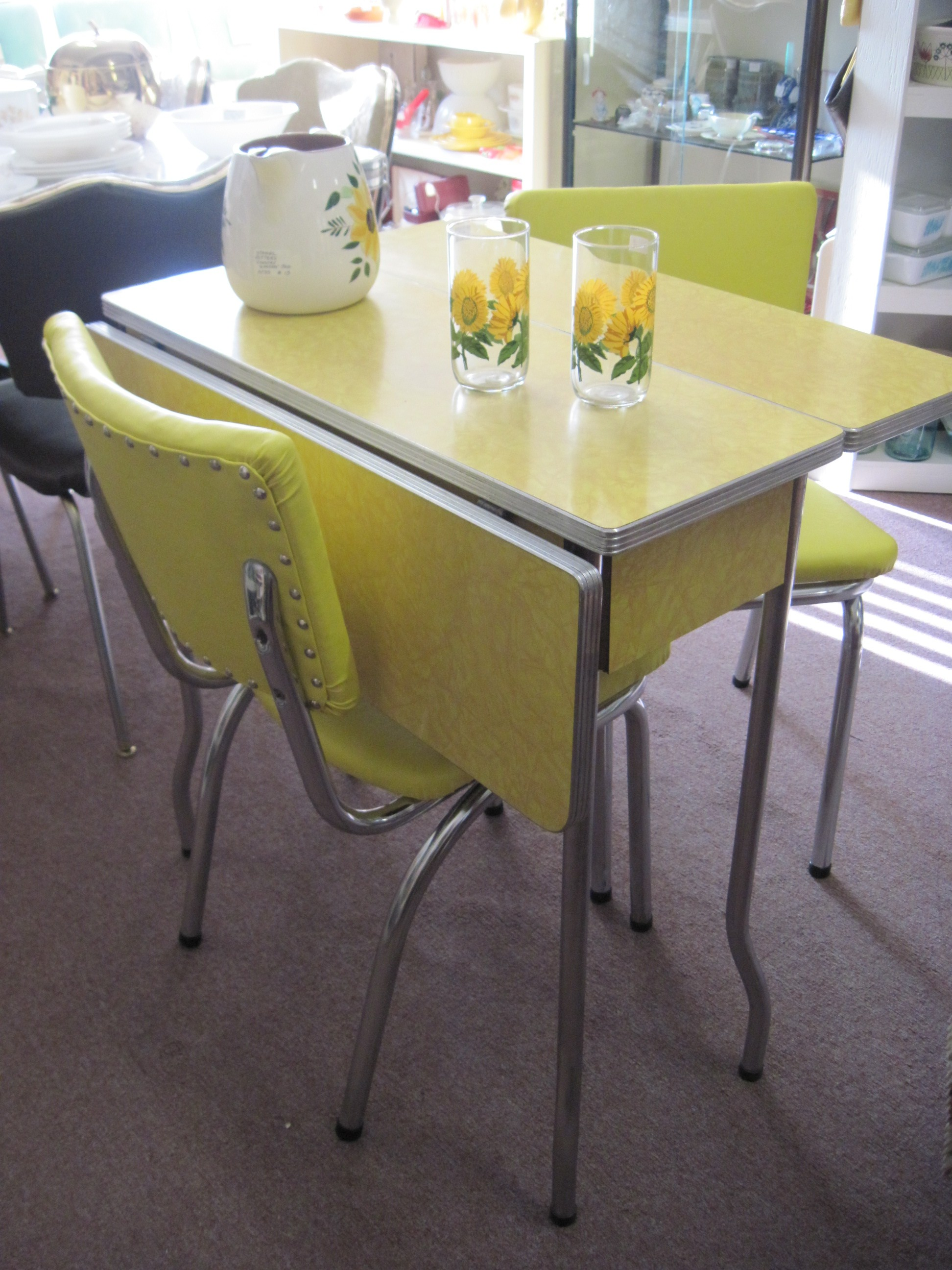 yellow 1950 s cracked ice formica table and chairs fabfindsblog. Black Bedroom Furniture Sets. Home Design Ideas