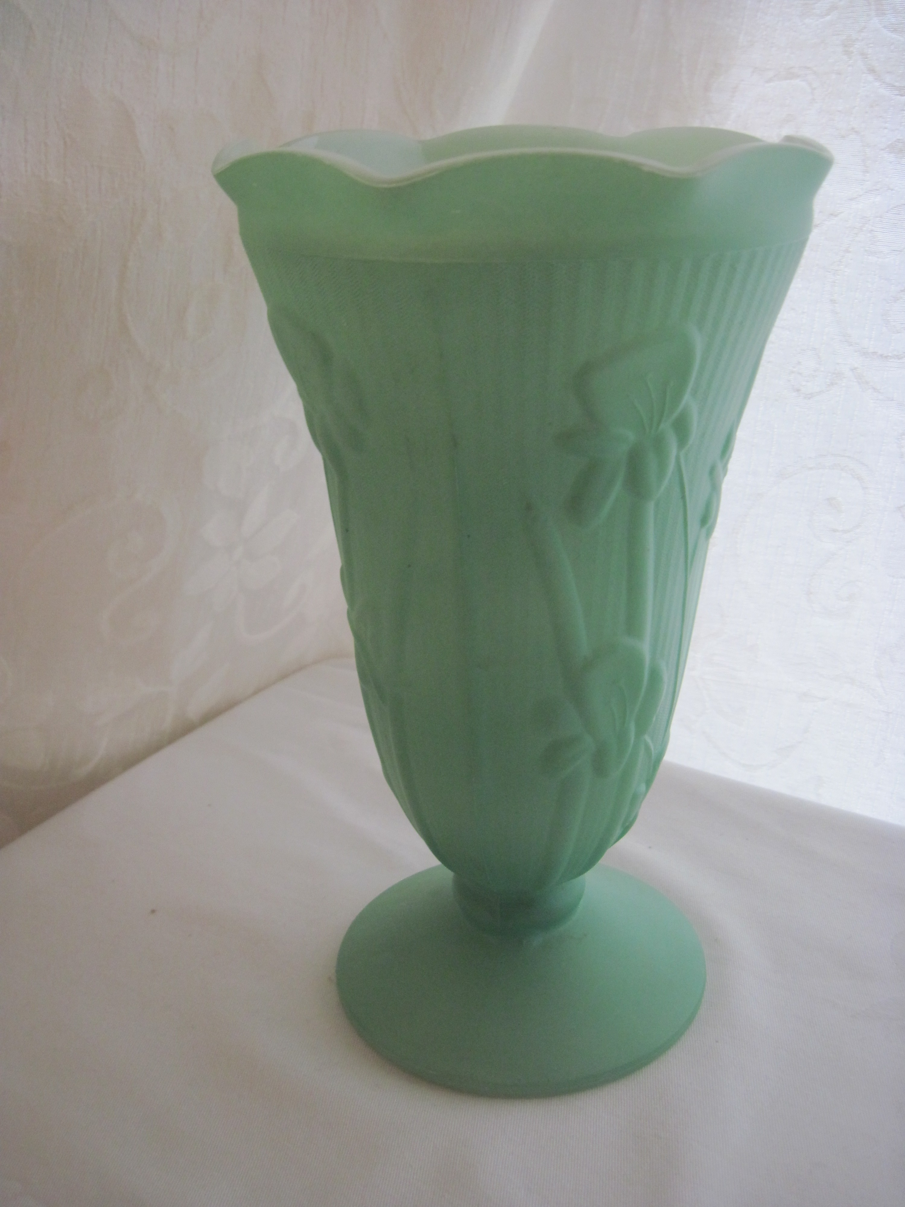 Jeannette Glass Co Iris Amp Herringbone Vase Fabfindsblog
