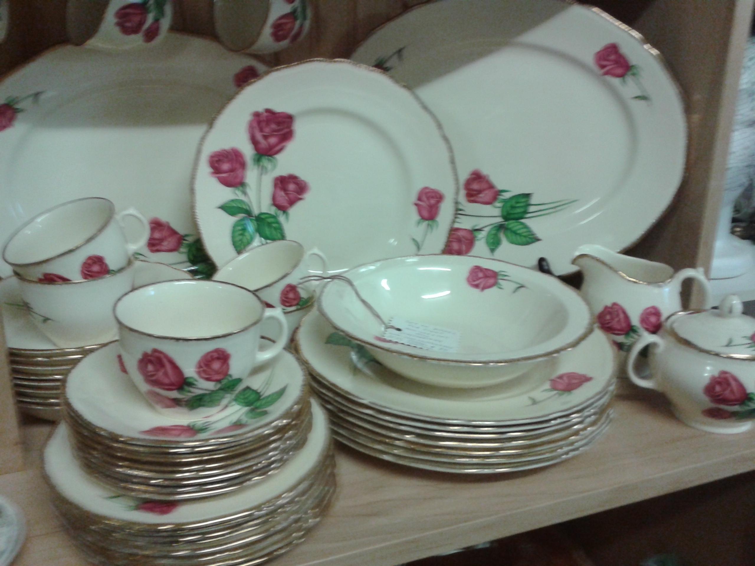 royal swan staffordshire anniversary rose complete dish set fabfindsblog. Black Bedroom Furniture Sets. Home Design Ideas
