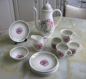 susie cooper tea pot and cups