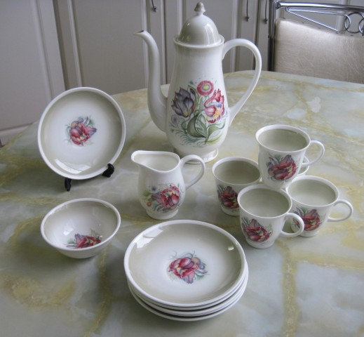 susie cooper tea pot and cups